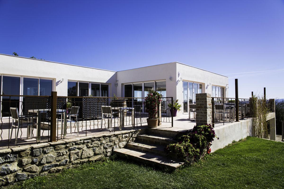 terrasse-du-restaurant-du-domaine